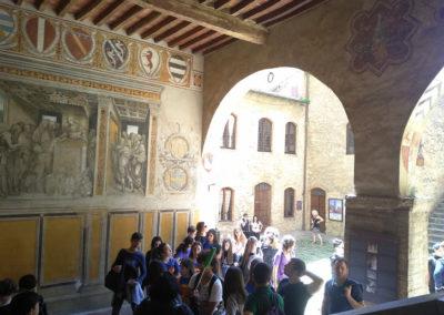 San Gimignano Cortile del Palazzo Comunale